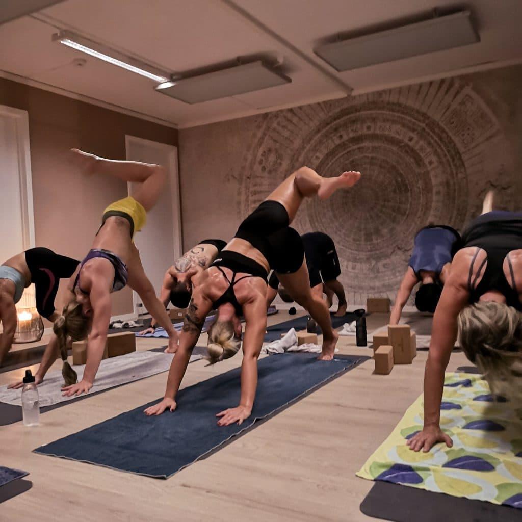 Varm Yoga
